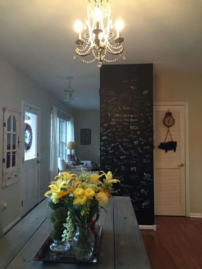 Easy DIY signature wall on #LoveYourLifeFriday at karenehman.com